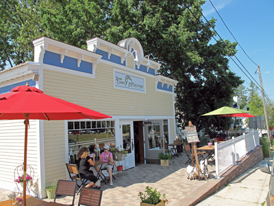 Door County Creamery outside Sister Bay Wi & Door County Creamery - Door County Navigator