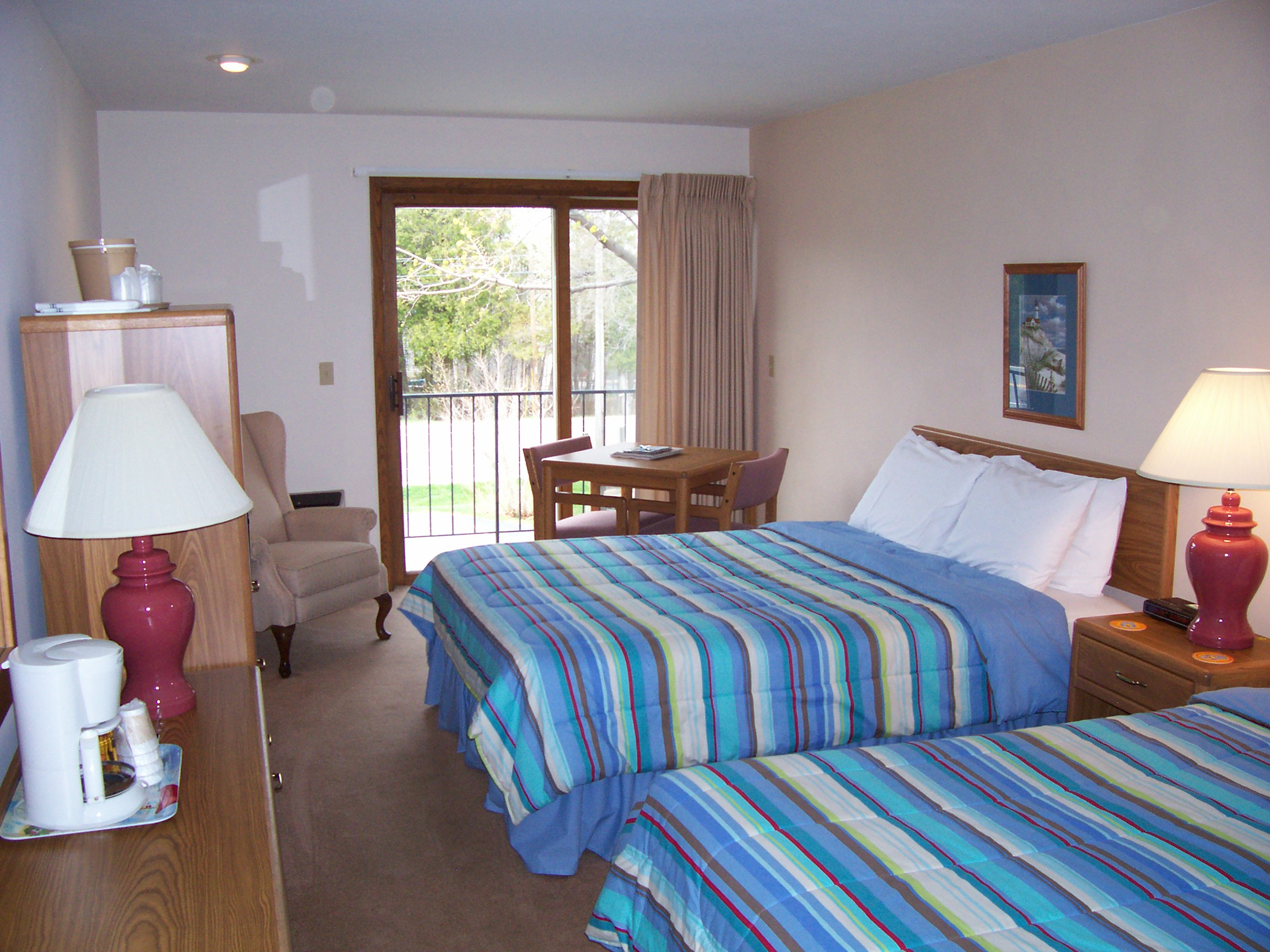 Lull Abi Inn bedroom in Egg Harbor WI in Door County Wi