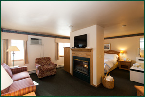 Fish Creek Wi lodging, Homestead SUites Hawthorne Suite, Door County